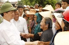 PM visits flood hit areas, OVs grant relief aid