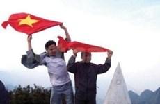 Flag planted on Fansipan peak