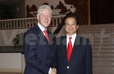 Former US President pledges more help to VN