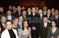 Leaders pay Tet visits to gov't office, bank
