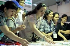 Chinese firms show off export goods in Hanoi