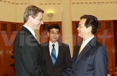 PM Dung witnesses signing of accords with Germany