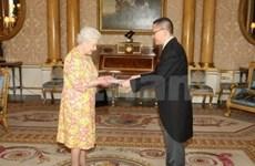VN ambassador presents credentials to Queen Elizabeth II