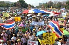 "Thai yellow shirts march for ""vote-no"" campaign"