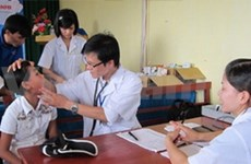 Canon Vietnam offers health check-up to poor children