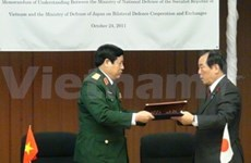 Japanese PM receives VN's high-ranking military delegation