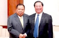 Lao Vice President meets Vietnamese delegation