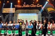 Art show raises 25 billion VND for kids