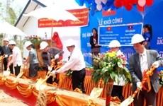 Vietnamese bank builds gift school in Laos