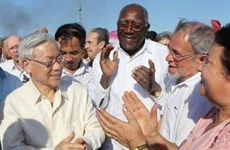 Party leader visits various projects in Cuba