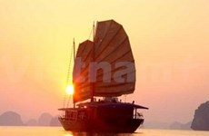 CNN pays tribute to Halong Bay's sunset