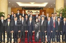 Party leader receives new VN diplomats overseas