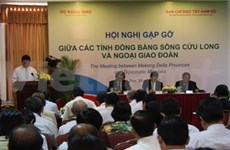 Localities, diplomat corps meet in Can Tho