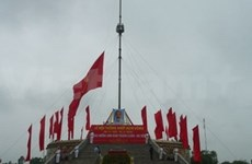 Quang Tri hoists flag to mark liberation day