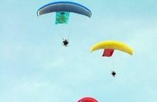Da Nang parachute competition takes off
