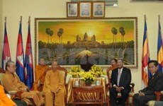 Leading Vietnamese Buddhist visits Cambodia
