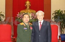 Party leader receives Lao military delegation