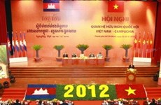 Vietnamese, Cambodian legislators discuss ties