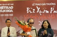 Blind guitarist wins 'Love for Hanoi' award