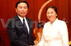 Lao NA chairwoman receives Vietnamese guests