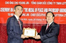 Lotteria CEO presented with friendship insignia