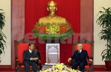 Party General Secretary receives Lao Deputy PM
