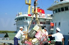 Tet gifts for Truong Sa island district
