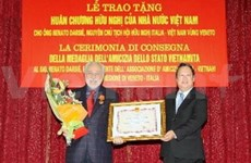 Italian activist gets Vietnam decoration