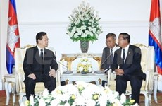 PM meets Cambodian, French leaders