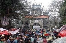 Pilgrims flock to spring festivals nationwide