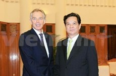 PM receives EC, UK former leaders