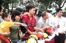 Hanoi encourages riders to use genuine helmets