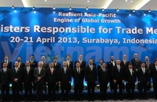 Vietnam attends APEC meeting in Indonesia