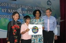 "First Vietnamese receives ""The World Deaf Leadership"""