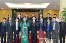 Vice NA Chairwoman receives Lao youth delegation
