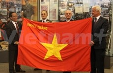 Vietnam's army presents flag to Russian museum