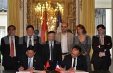 Hanoi, French capital region enhance cooperation