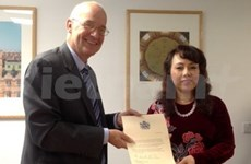 Vietnam Health Minister celebrated by Oxford University