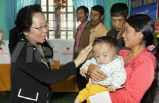 Vice President presents gifts to storm victims