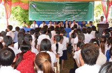 Vietnamese students in Cambodia enter new school year