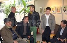 US poet paints portraits of Vietnamese artists