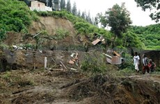 Floods displaces thousands in Indonesia