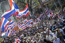 Thai protesters defy government