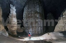 World's largest cave flooded - with curious tourists