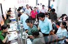Public sector seeks to slash 100,000 positions