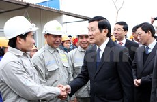 President tours Hanoi support industrial park