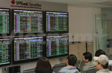 Banking stocks buffer both indices from selling pressure