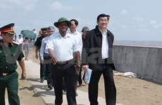 President inspects sea dykes in Tra Vinh, Soc Trang