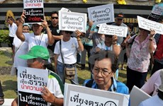 Protesters surround Thailand's ruling party headquarters