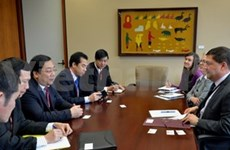 Vietnamese delegation visits Canada to boost ties